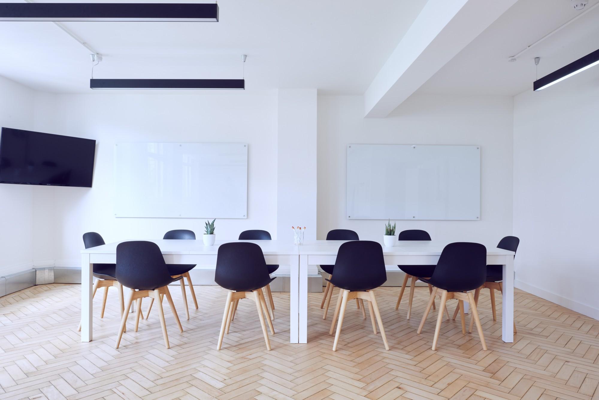 עריכת קבוצת מיקוד במקום מותאם, תורמת לריכוז ונוחות המשתתפים ובכך לשיח פורה יותר.